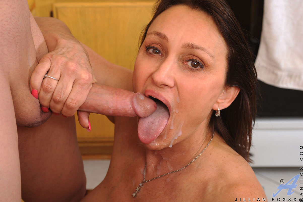Amateur females getting fucked by giant cocks