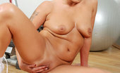 Anilos Eve Adams After an intense workout Anilos cougar Eve Adams spreads her moist mature pussy