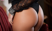 Twistys Keisha Grey Keisha Grey warms herself up by massaging her aroused clit