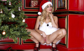 Twistys Mia Malkova 25490 Mia Malkova is posing erotic teenie style on Christmas day