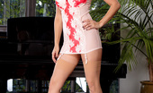 Twistys Sunny Leone Sunny Leone puts on her naughtiest show of a lifetime