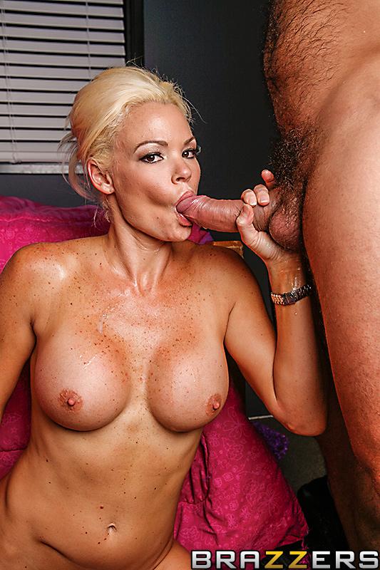 Rhylee Richards  nackt