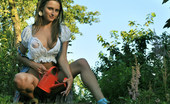 Met Art Nata F Presenting Nata by Pasha Gardening with no panties is great if you are a beautiful brunette with long legs and blue eyes.