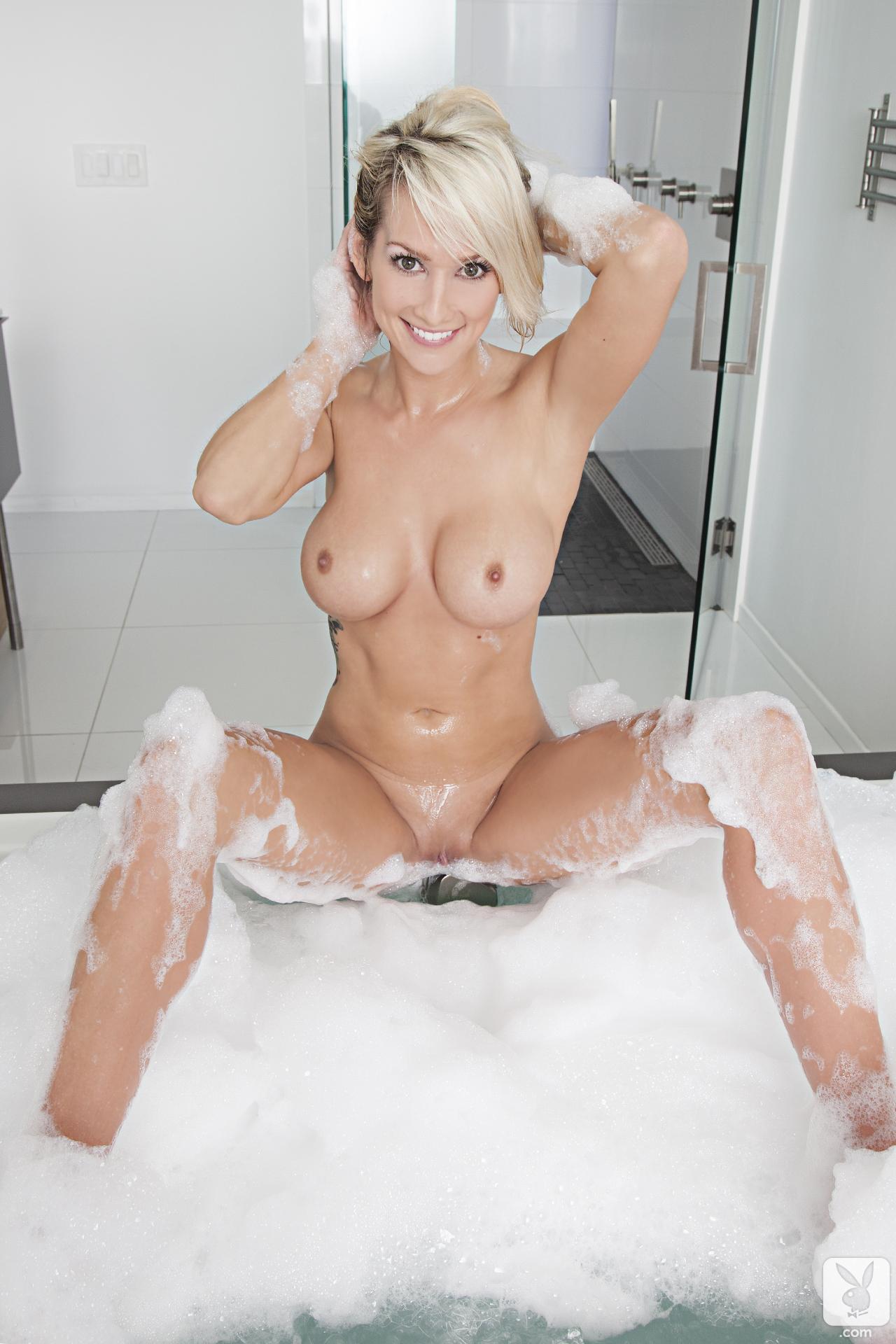 Телочки в ванной с пеной 22 фотография