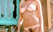 Ashley Cox  nackt