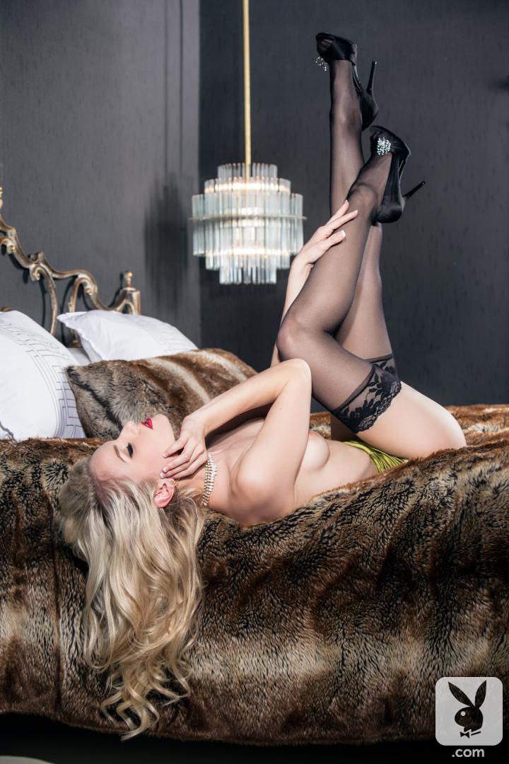 kate hughes sexy blonde dessous strumpfe