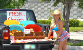 MILF Hunter Check out this hot sexy milf selling fruits in this hot outdoor fucking pics