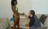 Round And Brown chyna Hot ebony amateur babe with a killer booty
