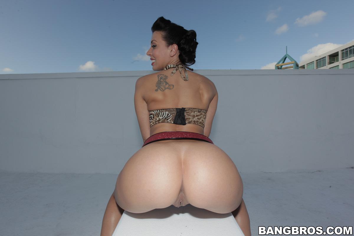 small waist big ass small pussy