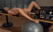 62020 Fucking Machines Amateur girl machine fucked - she squirts from pussy fucking and does a Double Pen that has her cumming in disbelief!