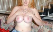 Big Naturals dallas Blonde pale cutie fingers her snatch