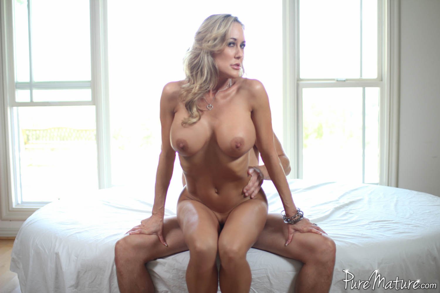 Blonde chubby mature masterbating