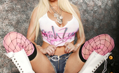 Gina Lynn Gina Lynn becomes a stripper with dildo in her pussy