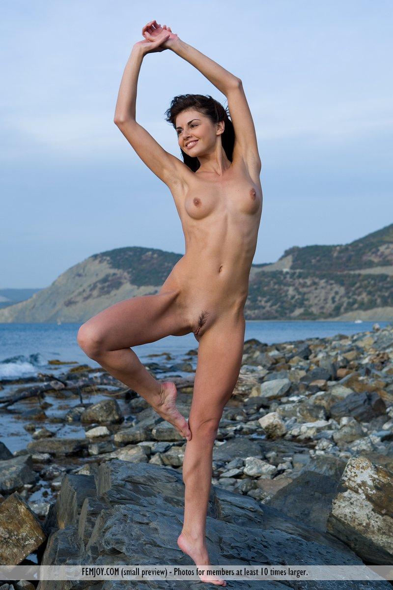 Nackt Corinne Nobili  2