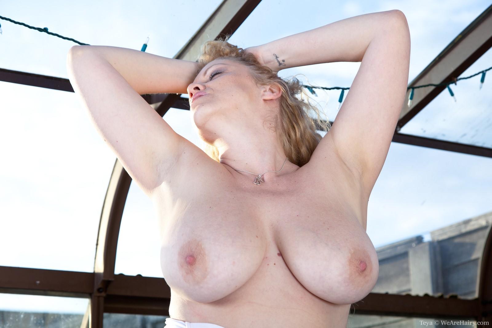 Akita Eri  nackt