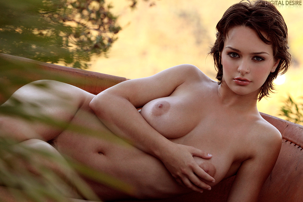 Rain nackt Kristen  Naked outdoor,