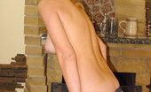 Fling.com Hot blonde babe looking for an internet fling here in these pics