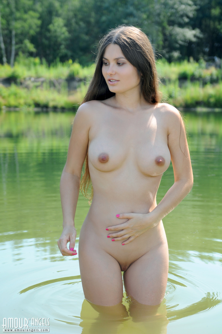 Can Dark haired naked women outdoors amusing