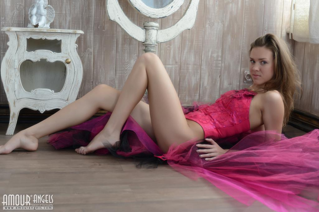 Alexandra Oppo  nackt
