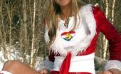 Club Seventeen Josje Blonde santan helping teen girl goes fully naked outdoor