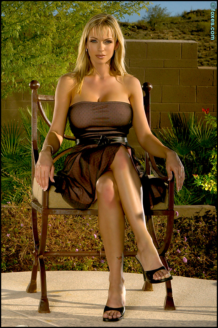 Early Amber Yellow Dress Foxes.com Amber Evans Provocative ...