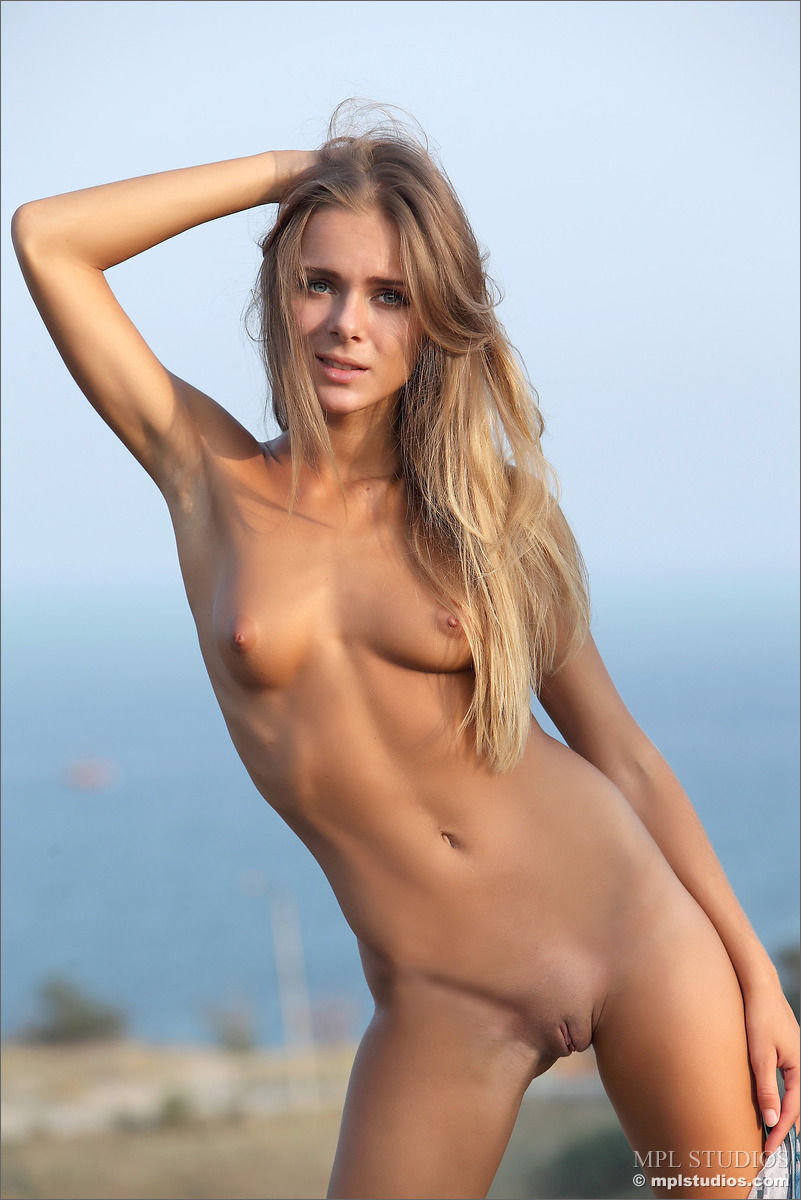 Girl nude hills the