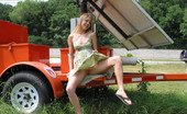 Public Flash Cute And Shy Heidi Exposed Her Body In Public