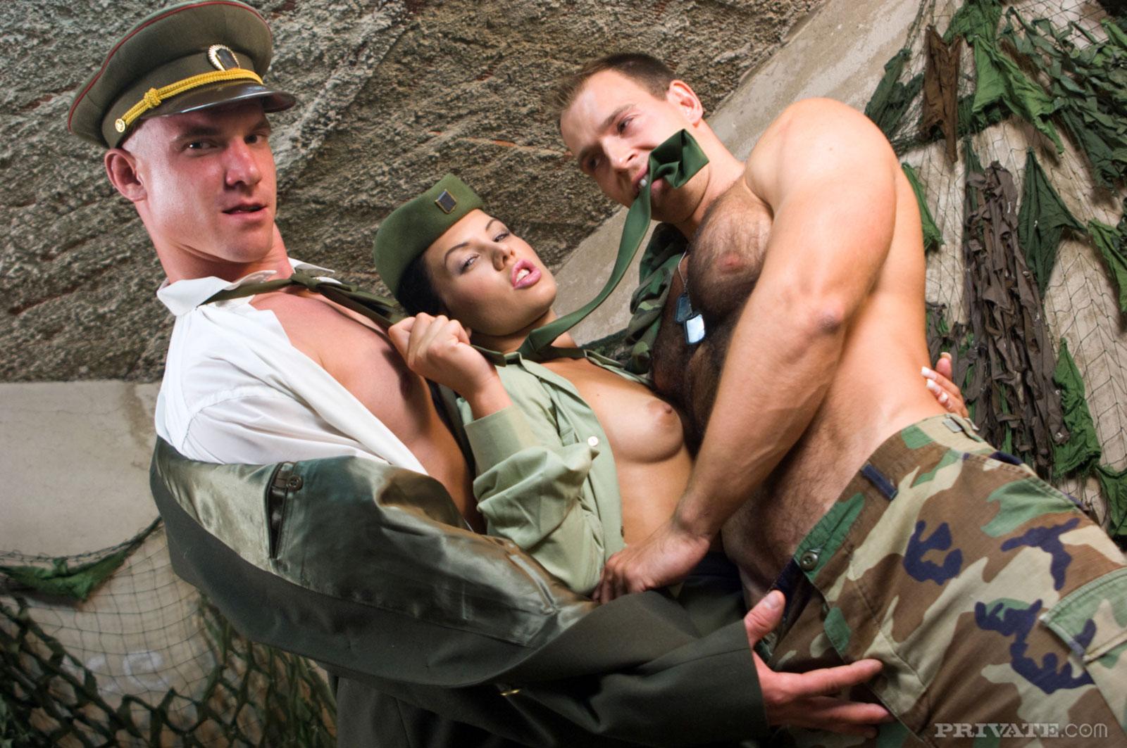 секс на военной базе видео очаровательные