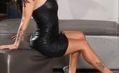 Aziani Jenna Presley Gets Naked And Naughty With Her Big Dildo.