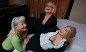 Mature.nl Three Lesbian Mature Ladies Having A Party