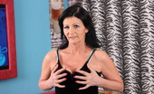 Mature.nl This Housewife Loves To Play By Herself