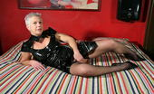 Mature.nl Belgium Housewife Teasing On Her Bed