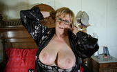 Mature.nl Big Breasted Mature Mama Getting Wet And Wild