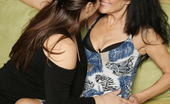 Mature.nl Old And Young Lesbians Give Away A Special Show