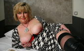 Mature.nl Big Mama Playing With Her Moist Pussy