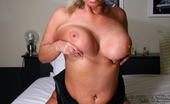 Mature.nl Horny Mature Slut Showing Us The Good Stuff