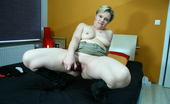Mature.nl Horny Housewife Playing With Herself
