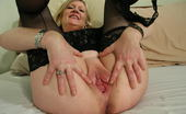 Mature.nl 141327 Blonde Housewife Shows Her Pussy And Plays With It