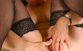 Mature.nl This Naughty Housewife Plays With Her Punani