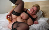 Mature.nl Chubby Mama Playing With Her Pussy