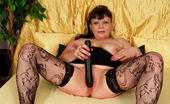 Mature.nl This Mama Loves To Play With Herself