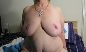 Mature.nl Kinky Mama Getting Wet And Wild