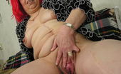 Mature.nl This Horny Mama Loves To Play With Her Pussy