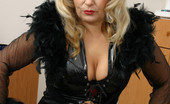 Mature.nl This Mature Slut Really Loves A Good Cock
