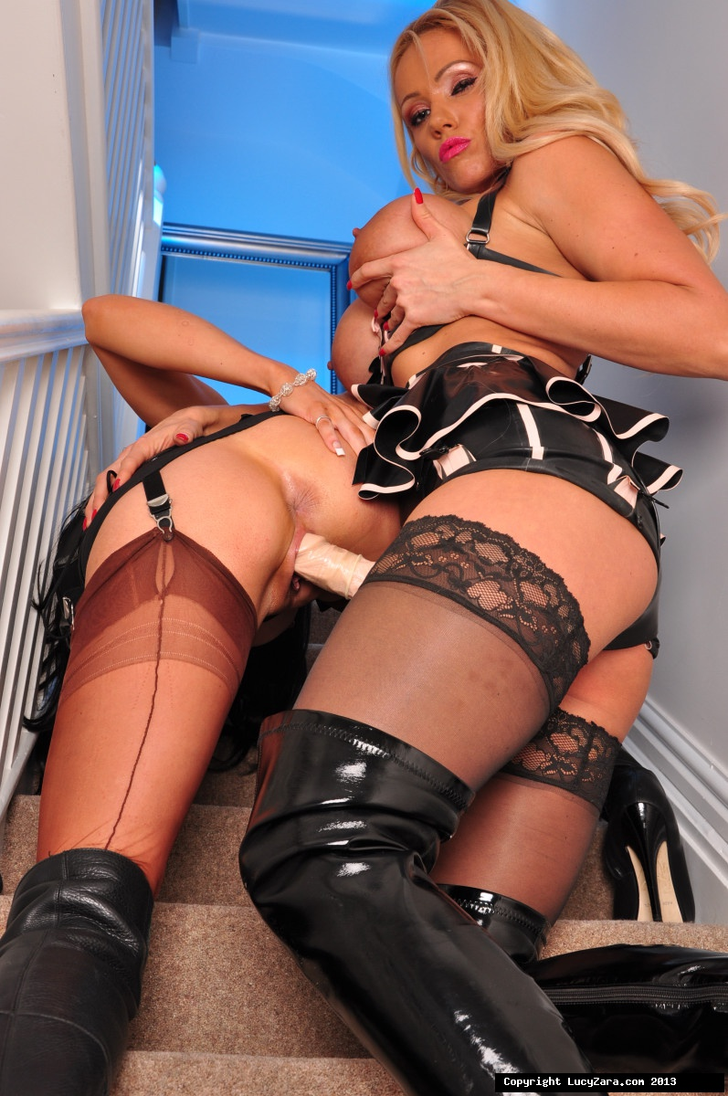 Black lesbians in latex delicious!!!