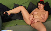 Young Fatties Brunette Fat Teen Stretches Her Smoothy Pink Pussy