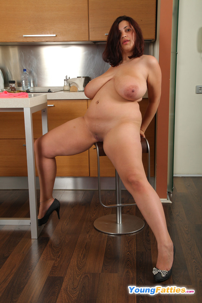 фото голых пухлых жен на кухне индивидуалки это