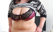 Young Fatties Plump Young Beauty Exposes Her Amazing Bare Curves