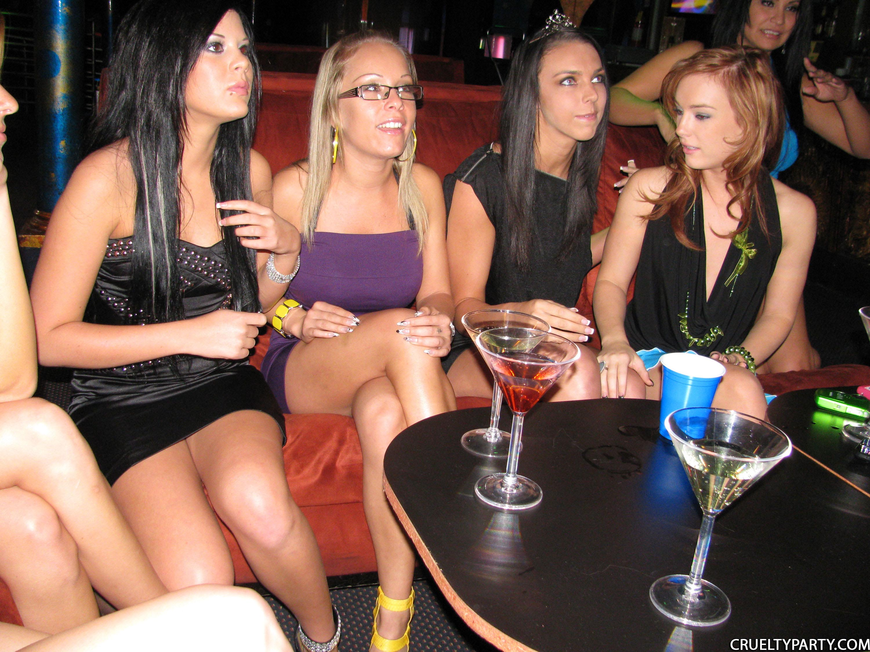 Сексвечеринки в ночном клубе 14 фотография