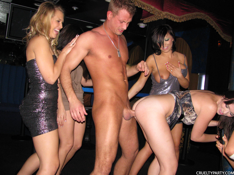 Вечеринка девушек порно @ m1bar.com